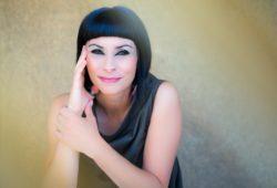 Viviane Canta Piaf - foto por Ron Isarin